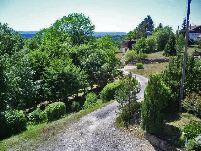 gite-grande-capacite-jura-regions-des-lacs-bonlieu-1